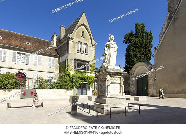 France, Cher, Bourges, statue of Jacques Coeur in front of Jacques Coeur palace