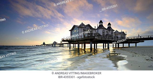 Pier on the beach, morning atmosphere, Seebad Sellin, Rügen, Mecklenburg-Western Pomerania, Germany