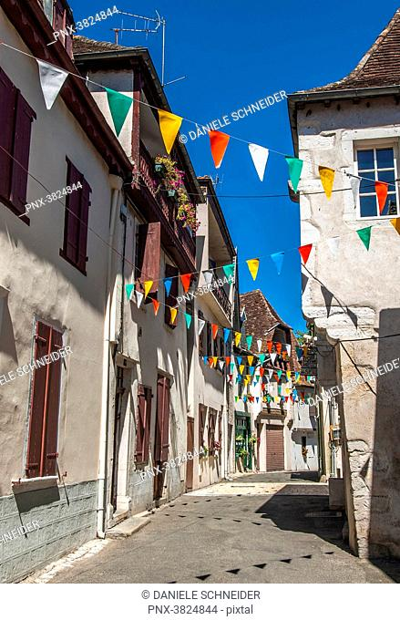 France, Pyrenees-Atlantiques, Salies-de-Bearn, narrow street bordered by traditional houses