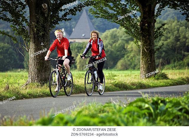 Der Ruhrtalradweg ist ein 230 Kilometer langer Radweg entlang der Ruhr von der Quelle am Ruhrkopf bei Winterberg im Sauerland bis zur Muendung in Duisburg in...