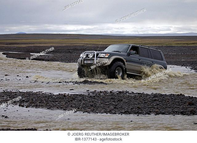 River crossing with the SUV on the Sprengisandur highlands route, northern Iceland, Iceland, Europe