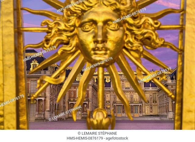 /France, Yvelines, Chateau de Versailles, listed as World Heritage by UNESCO, detail of the Royal Gate drawn by Mansart, restored in June 2008