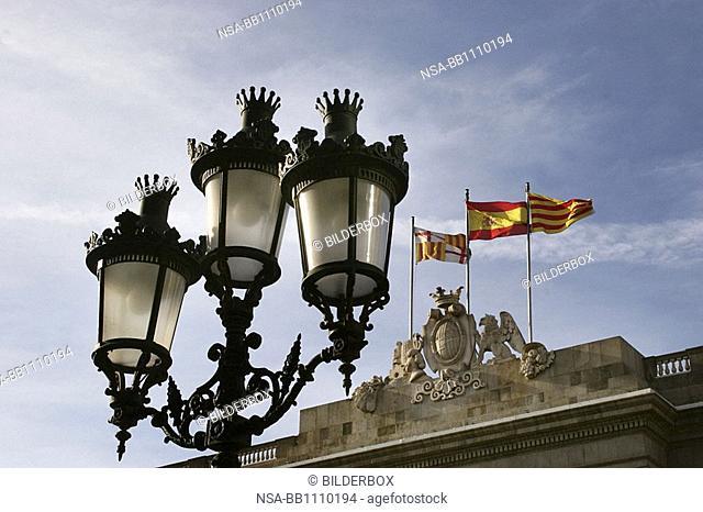 Fahnen Spaniens und Kataloniens