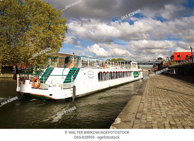 Parc de la Villette, river tour boat on the Canal de l'Ourcq, Paris, France
