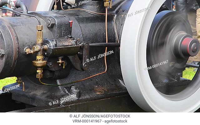 Crude oil engine