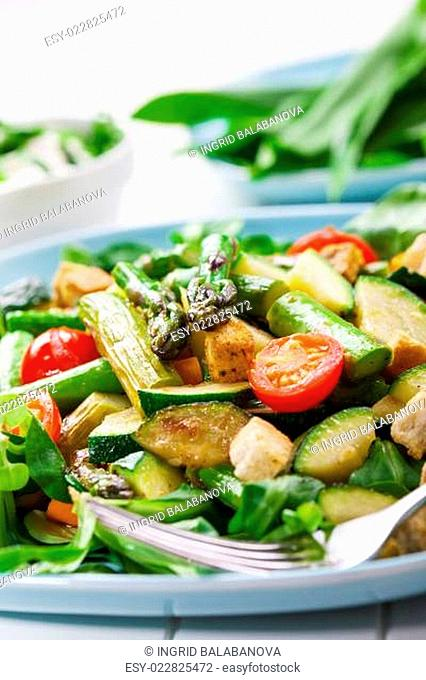 Salad with grilled green asparagus