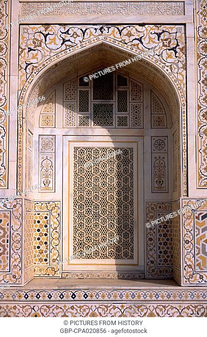 India: Window arch in the tomb of I'timad-ud-Daulah, Agra, Uttar Pradesh