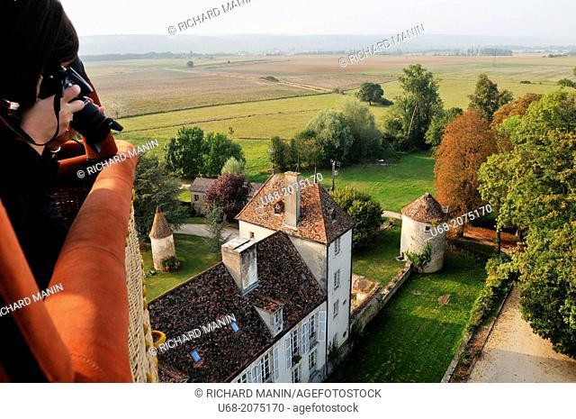 Château de la Berchère hotel, balloon flight with Air Snail above the vineyards of the Côte de Nuits and Hautes-Côtes de Nuits, Burgundy, France