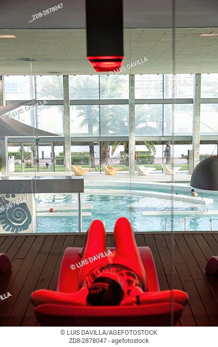650 sq. meters of water surface area with indoor pools at 32° and 36°and outdoor pool at 30° providing 50 different sensations in over a 100 stations of jet...