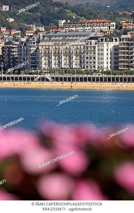 View of La Concha Beach from Palacio de Miramar, Donostia (San Sebastian), Gipuzkoa, Basque Country, Spain