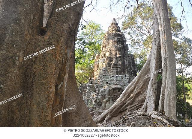 Angkor (Cambodia): statue at the North Gate