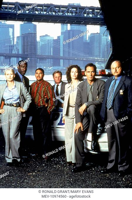 NYPD BLUE [US TV SERIES 1993 - 2005] ANDREA THOMPSON as Det. Jill Kirkendall, JAMES MCDANIEL as Lt. Arthur Fancy, NICHOLAS TURTURRO as Det