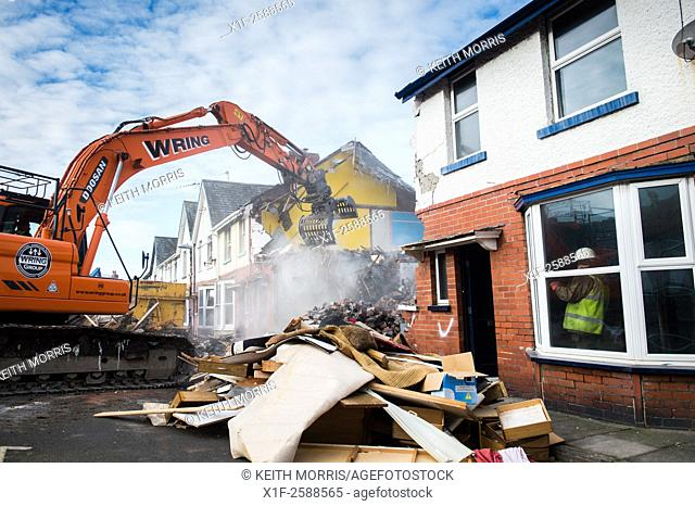 Aberystwyth Wales UK, Thursday 5 Feb 2015. . Demolition crews continue the work of flattening the terraced houses in Glyndwr Road Aberystwyth to make way for a...