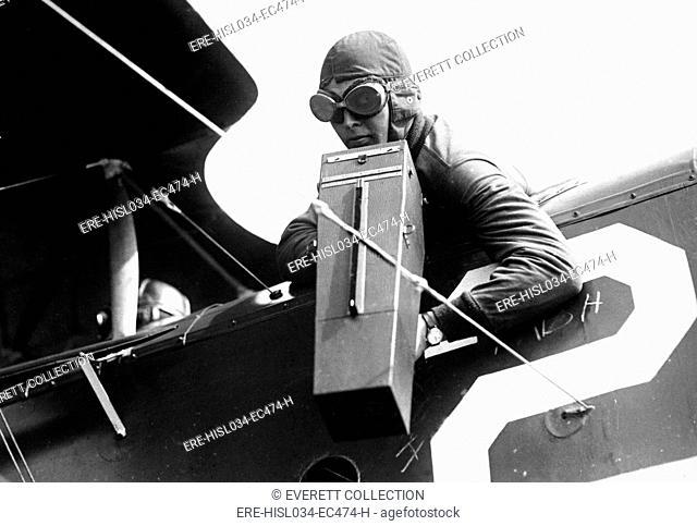 American World War I aviator photographing ground positions with an Aeroplane Graflex camera. Ca. 1917-18