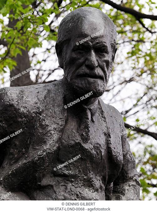 THE STATUES OF LONDON BOOK SIGMUND FREUD BY OSCAR NEMON 1906-1985 MATERIAL BRONZE UNVEILED 1970 LOCATION FITZJOHN'S AVENUE, HAMPSTEAD, NW3
