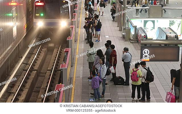 Metro station with people leaving and entering the train, Taipei, Taiwan, East Asia