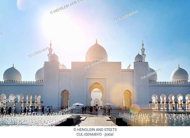 Sheikh Zayed Mosque at daytime, Abu Dhabi, United Arab Emirates