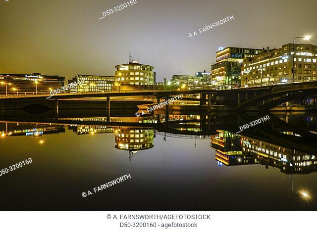 Night view of the Runda Huset on Kungsbron in downtown and the Klarstrandsleden highway. Stockholm, Sweden