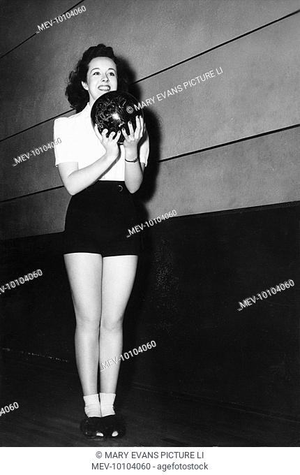 Actress Peggy Moran, one of Hollywood's top-ranking female bowlers, boasting an average score of 175