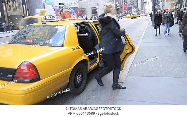 Yellow Taxi Cab, 5th Avenue, Manhattan, New York City, USA