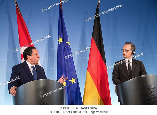 17 October 2018, Berlin: Foreign Minister Heiko Maas (SPD, r) and Tunisian Foreign Minister Khemaies Jhinaoui answer questions from media representatives