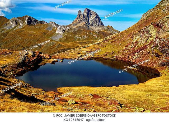 """Lagos de Anayet - Al fondo, el Midi d'Ossau - Valle del Tena â. """" Sallent de Gállego - Huesca â. """" Pirineo Aragones - Aragon - España â. """" Europa"""