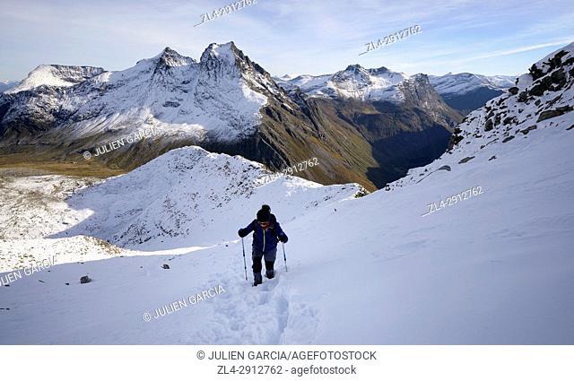 Norway, More og Romsdal, Orsta, Sunnmore Alps, trek to the summit of Slogen (1564m) dominating the Hjorundfjord, Model Released