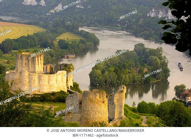 Meander of Seine river and Galliard Castle, Château-Gaillard, Les Andelys, Seine valley, Normandy, France, Europe