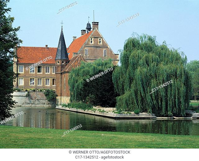 Germany, Havixbeck, Baumberge, Muensterland, Westphalia, North Rhine-Westphalia, NRW, castle Huelshoff, moated castle, renaissance