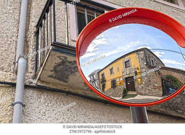 Espejo cóncavo en Mombeltrán. Barranco de las cinco villas. Valle del Tiétar. Provincia de Ávila, Castile-Leon, Spain