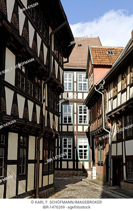 Alley with historic half-timbered houses, historic centre of Quedlinburg, Harz, Saxony-Anhalt, Germany, Europe