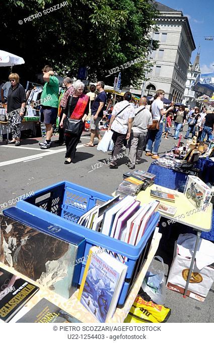 Zurich (Switzerland): antiques market in the city's center
