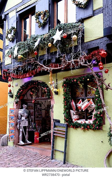 France, Grand Est, Riquewihr, Christmas market, Christmas in Alsace is known under the slogan Noel en Alsace