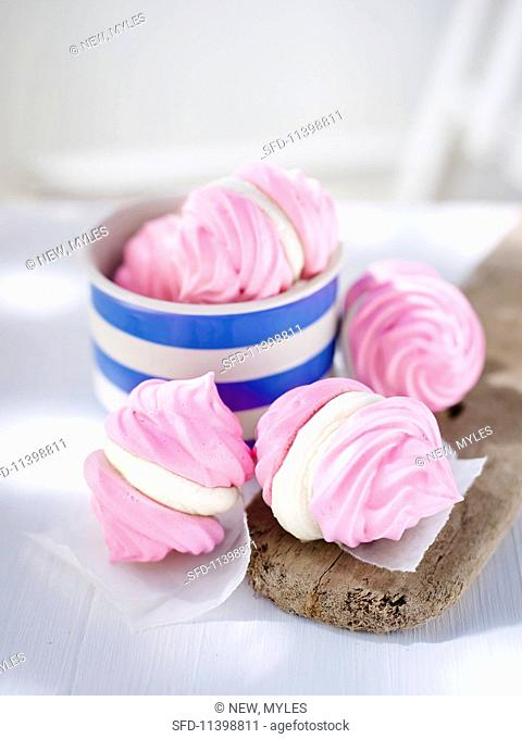 Pink meringues filled with cream cheese