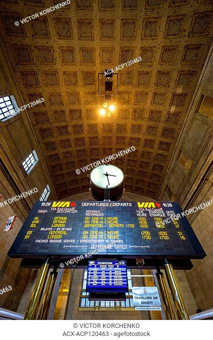 Toronto Union Station train schedule board