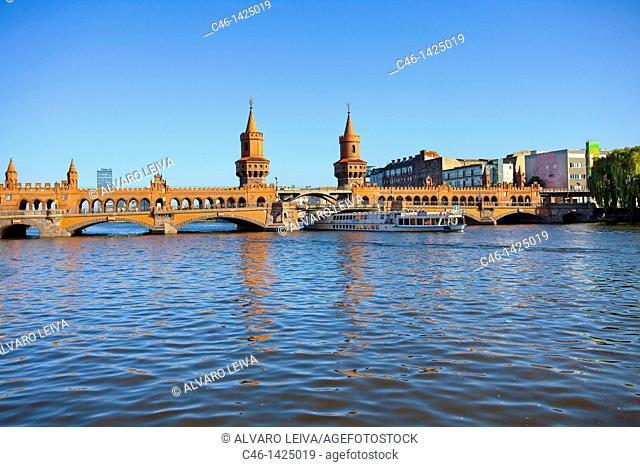 Oberbaum Bridge over Spree River  Kreuzberg district  Berlin  Germany