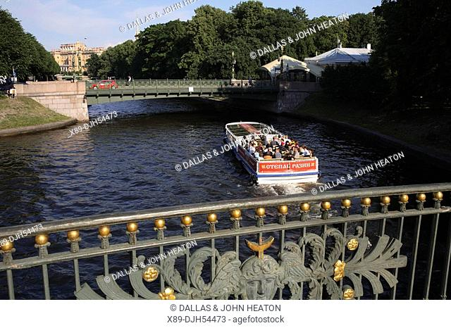 Russia, St Petersburg, Little Stable Bridge Malo-Konyushennyy most, Moyka River, Tourist Boat