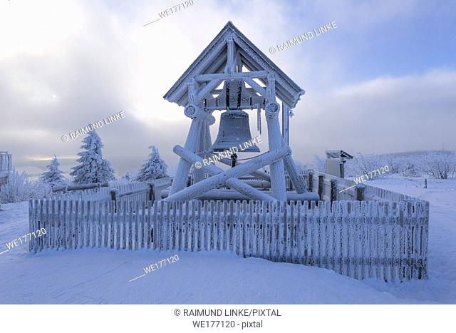 Peace bell on the summit of Fichtelberg with snow in winter, Mount Fichtelberg, Oberwiesenthal, Erzgebirge, Ore Mountains, Saxony, Germany, Europe