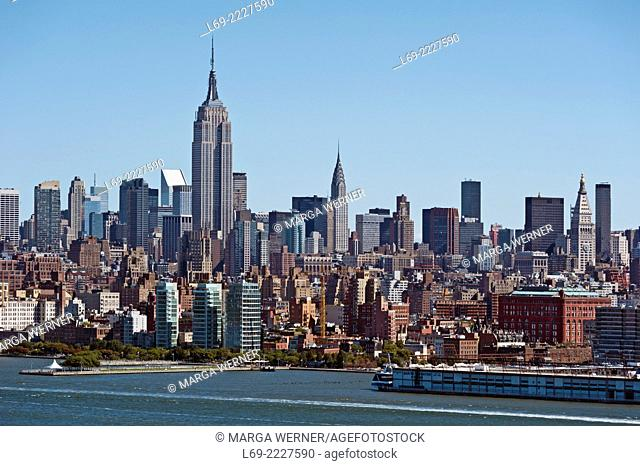 Skyline of Midtown Manhattan at Hudson River with Empire State Building, New York City, USA