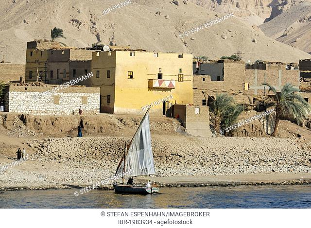 Village on the bank of the Nile between Esna and Luxor, Nile Valley, Egypt, Africa