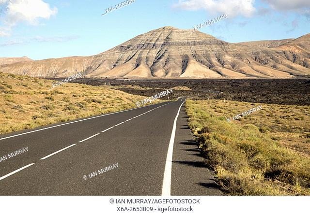 Road leading towards Montana de Medio, mountain, Los Ajaches mountain range, Lanzarote, Canary Islands, Spain
