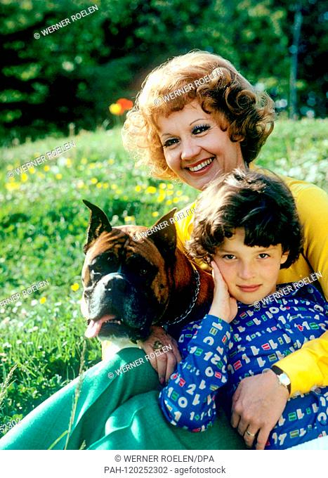 Lilo Pulver with daughter Melisande in the garden of her house near Lausanne in the 1970s. Swiss actress Lilo Pulver was born on 11 October 1929 in Bern