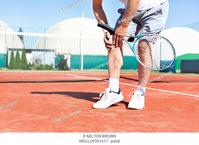 Tennis player with knee pain