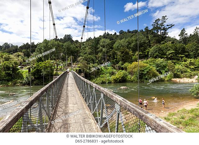 New Zealand, North Island, Coromandel Peninsula, Karangahake Gorge, swinging bridge