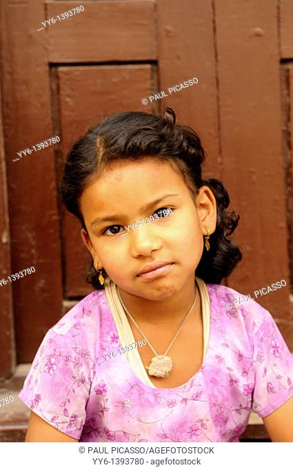 young nepalis girl, the nepalis , life in kathmandu , kathmandu street life , nepal