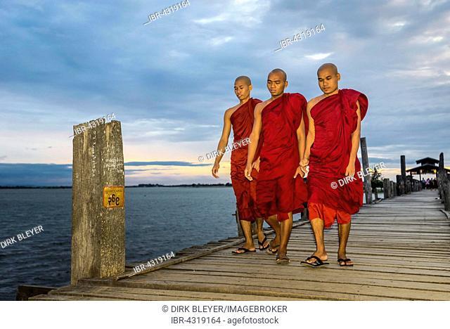 Monks on teakwood bridge, U Bein Bridge, Thaungthaman Lake, evening mood, Amarapura, Mandalay Division, Myanmar, Burma