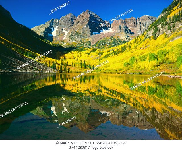 Maroon Bells Aspen Trees Fall Reflecton Colorado USA