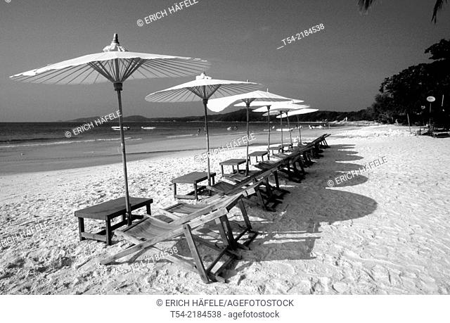 Sun loungers and parasols on the beach of Koh Samet / Thailand