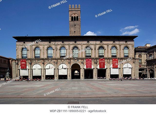 Italy, Emilia-Romagna, Bologna, Piazza Maggiore, Podesta Palace