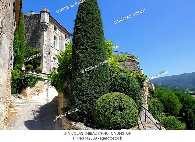 France, Provence Alpes Cote d'Azur, department of Vaucluse (84), Natural park of Luberon, Menerbes (most beautiful village of France) medieval house (hotel de...